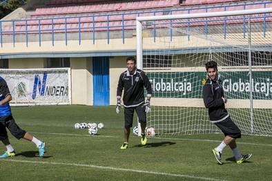 El fútbol ofensivo de la Balompédica pide paso en el estadio de Sarriena