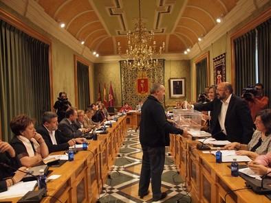 El Pleno otorga la Medalla de Oro de la ciudad al IES Alfonso VIII