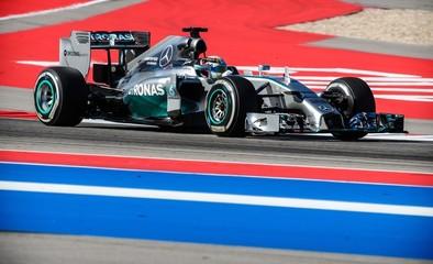 Hamilton mantiene su dominio en la jornada de libres
