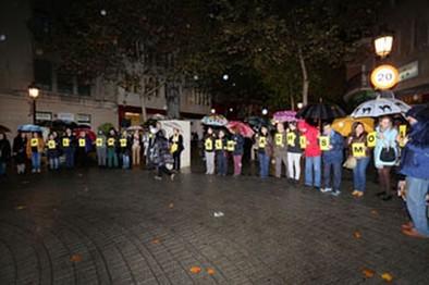 Decenas de albacetenses se unieron en una cadena contra el machismo