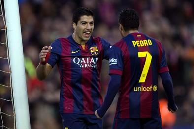 El Barça golea sin convencer