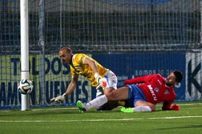 La Roda CF puso las ocasiones, pero el acierto fue del Lucena (2-1)