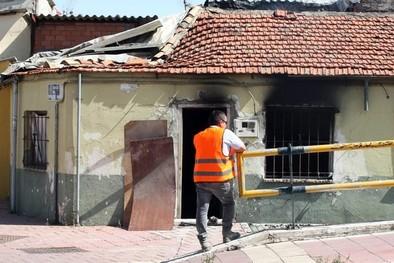 Arde una casa de planta baja en la calle Valle de Arán