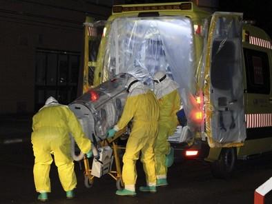 Sanidad busca un tratamiento para curar al español con ébola