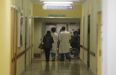 Los pacientes en lista de espera aumentaron ligeramente en verano