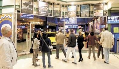 La Fiesta del Cine arranca con expectación en los cines Estrella de Ávila