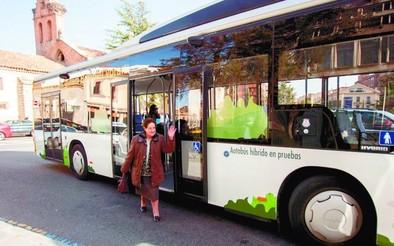 El autobús híbrido eléctrico y diésel ya circula por la ciudad