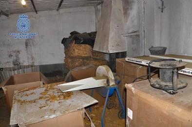 La Policía desmantela una fábrica clandestina de tabaco en Talavera