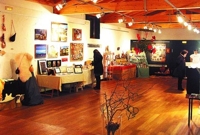 Siete artesanos racheles exhiben y venden sus creaciones «únicas»