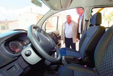 La Fundación de Bingos de la región entrega a Pronisa una furgoneta