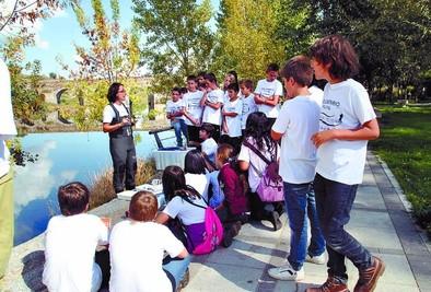 Una jornada enseña a valorar los ecosistemas fluviales a escolares