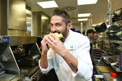 El cocinero vallisoletano García Peña rinde homenaje a su tierra en la nueva hamburguesa de McDonald's
