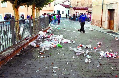 La Subdelegación sugiere prohibir el alcohol en la calle para frenar el vandalismo en los pueblos