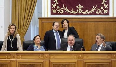 Un error al contar diputados provoca un empate en las votaciones de las Cortes