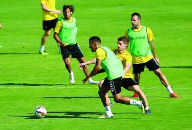 Luis César prueba con el medio Edu Ramos en el centro de la defensa
