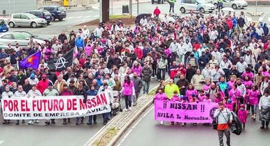Familiares y trabajadores de Nissan piden en la calle la implicación del Ministerio