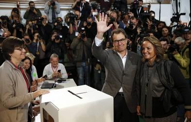 La querella contra Mas enquista las relaciones del Gobierno y Cataluña