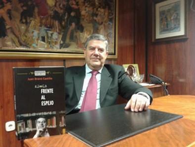 Juan Bravo Castillo: «En cada persona hay una Novela, un libro»