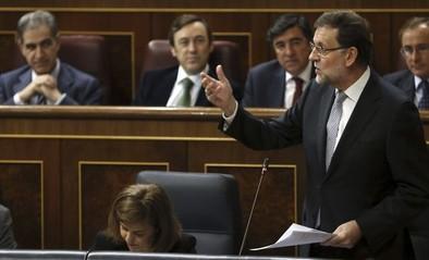 Rajoy defiende su lucha contra la corrupción ante una oposición hostil
