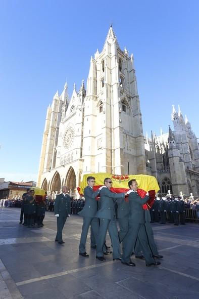 Emotiva despedida a los tres guardias civiles fallecidos en León