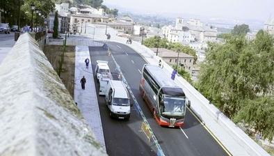 Los conductores de buses turísticos ven más cómodo parar en el remonte