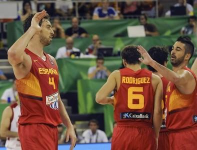 España se crece en su debut