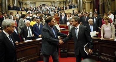 El 'Parlament' aprueba la ley para convocar la consulta secesionista