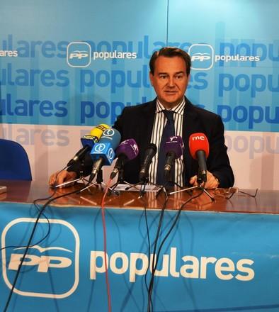 Conde acusa al PSOE de no haber hecho nada para paliar el paro