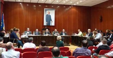 El equipo de Gobierno propone reducir en un 0,5% hasta 16 impuestos y tasas municipales
