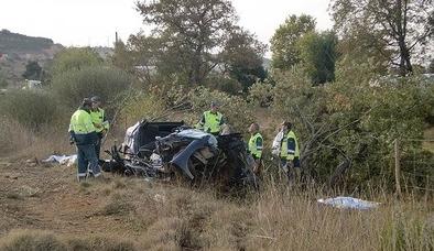 Fallecen dos jóvenes de 21 y 29 años al salirse de la carretera en Mantinos