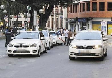 El taxi pondrá en marcha una aplicación para pedir servicios y compartirlos