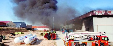 Grave incendio en Composites
