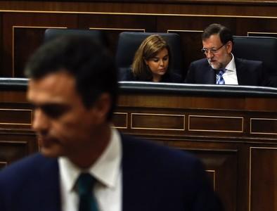 Los escándalos de corrupción de PP y PSOE enzarzan a Rajoy y Sánchez