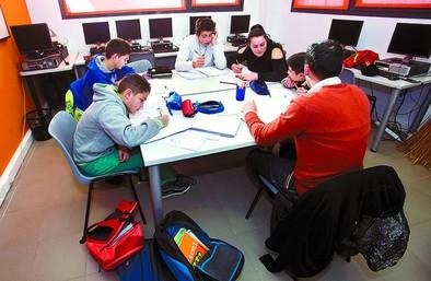 Reconocimiento a 5 alumnos gitanos graduados en ESO
