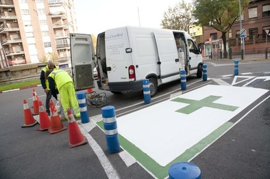 Las farmacias de 24 horas cuentan con una plaza de aparcamiento reservada a usuarios