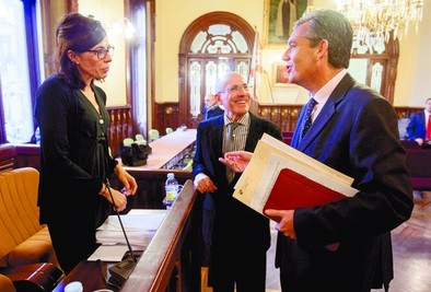 El Pleno defiende a la plantilla de Correos y pide que cesen los recortes