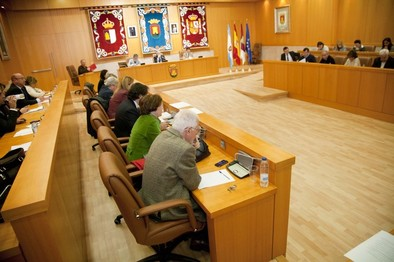 El Pleno aprueba de forma definitiva las ordenanzas fiscales para el año 2015