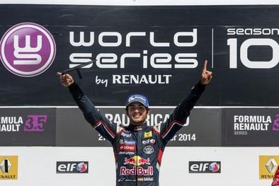 Carlos Sainz da el salto y pilotará un Toro Rosso