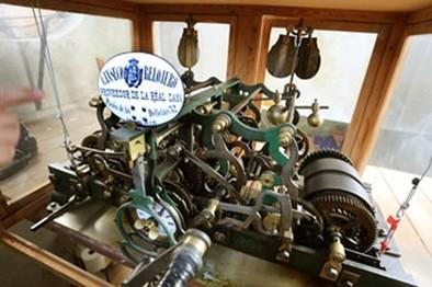 El reloj de la torre del Museo Municipal tiene cuerda para rato