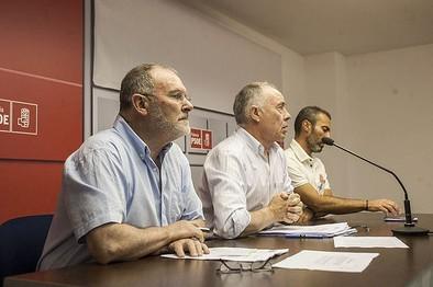 El PSOE propone un fondo municipal con 100.000 € para material escolar