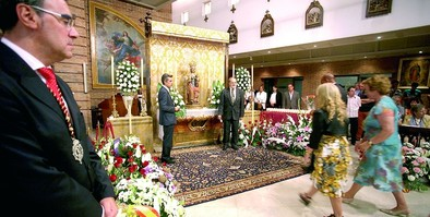 Cientos de personas participan en la ofrenda a la Virgen de San Lorenzo