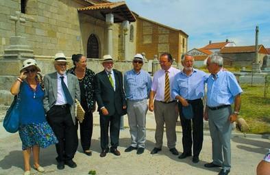 El Oso homenajea a Almeida y 'Polilo' y con ellos, a La Moraña