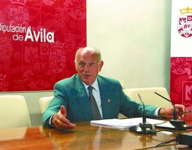 La institución sella sendos convenios con Confae, el Obispado de Ávila e Interior