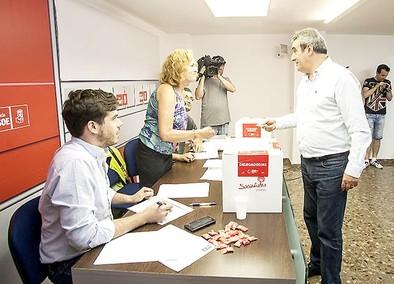 Unos 800 militantes del PSOEy JSE votarán para elegir secretario regional