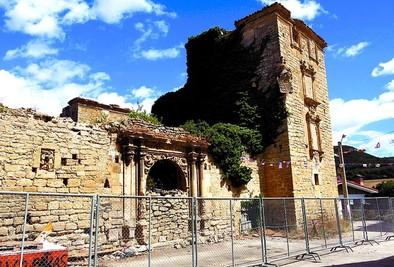 La ruina del palacio de Cadiñanos crece tras caer el tejado de una torre