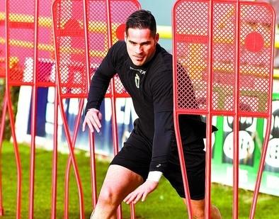 El regreso de Mikel Aurreko  podría retrasarse una semana más
