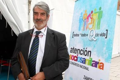 Ortiz de Lejarazu: «No vamos a tener casos de ébola, se derivan al Carlos III»