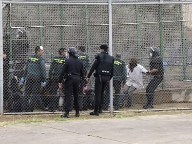 Bruselas avisa a España de que no puede usar la fuerza en su frontera