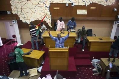 Burkina Faso disuelve su Gobierno y decreta el estado de emergencia