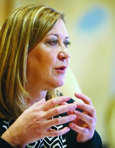 Pilar del Olmo: «Es una torpeza del gobierno y una injusticia penalizar a las comunidades cumplidoras»